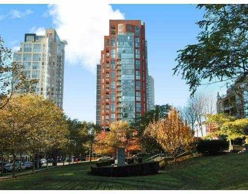 "Main Photo: 2203 907 BEACH Avenue in Vancouver: False Creek North Condo for sale in ""CORAL COURT"" (Vancouver West)  : MLS® # V697746"