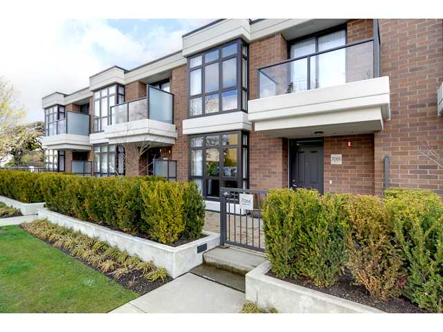 "Main Photo: 7066 WALKER Avenue in Burnaby: Highgate Condo for sale in ""ESPRIT 2"" (Burnaby South)  : MLS(r) # V884955"