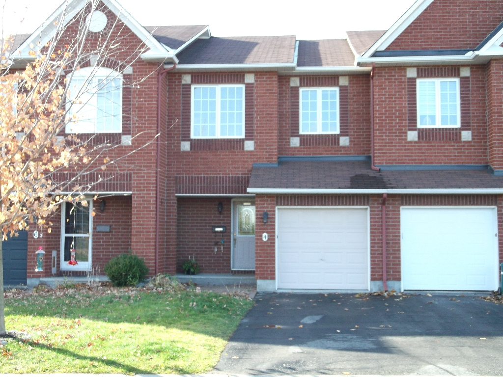Main Photo: 4 Watts Street in Barrhaven: Hertiage Glen Residential Attached for sale (7706)  : MLS(r) # 813872