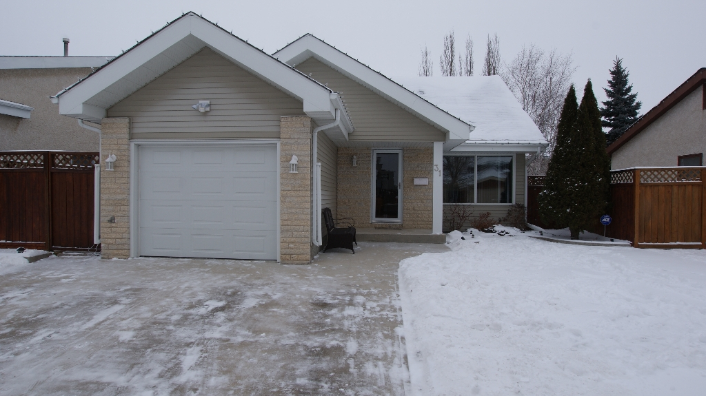 Main Photo: 31 Whittington Road in Winnipeg: North Kildonan Residential for sale (North East Winnipeg)  : MLS®# 1201014