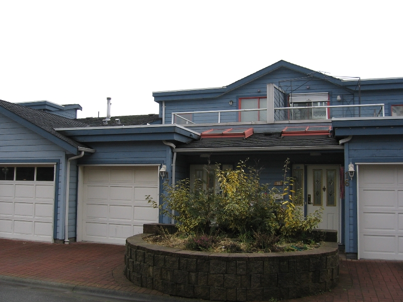 Photo 1: 17 323 GOVERNORS Court in New_Westminster: Fraserview NW Townhouse for sale (New Westminster)  : MLS® # V681929