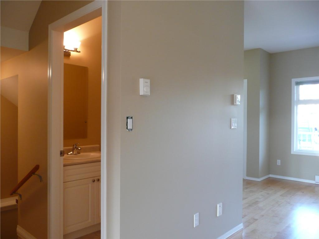 Photo 15: 484 Foster St in Victoria: Residential for sale : MLS(r) # 285068