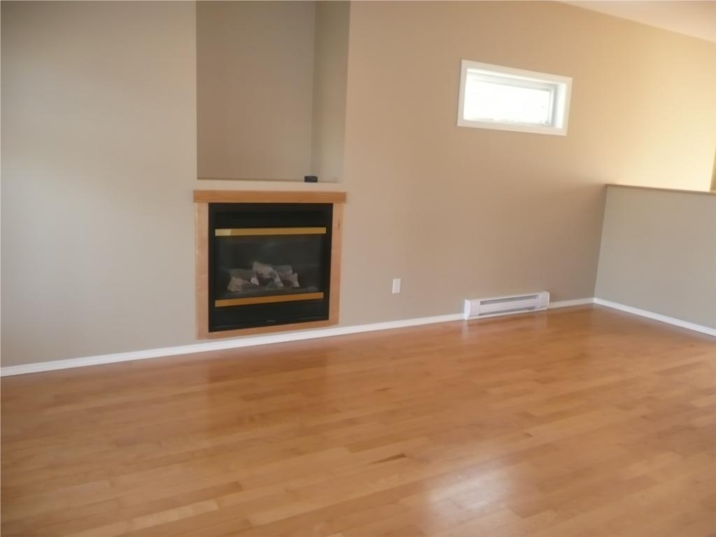 Photo 6: 484 Foster St in Victoria: Residential for sale : MLS(r) # 285068