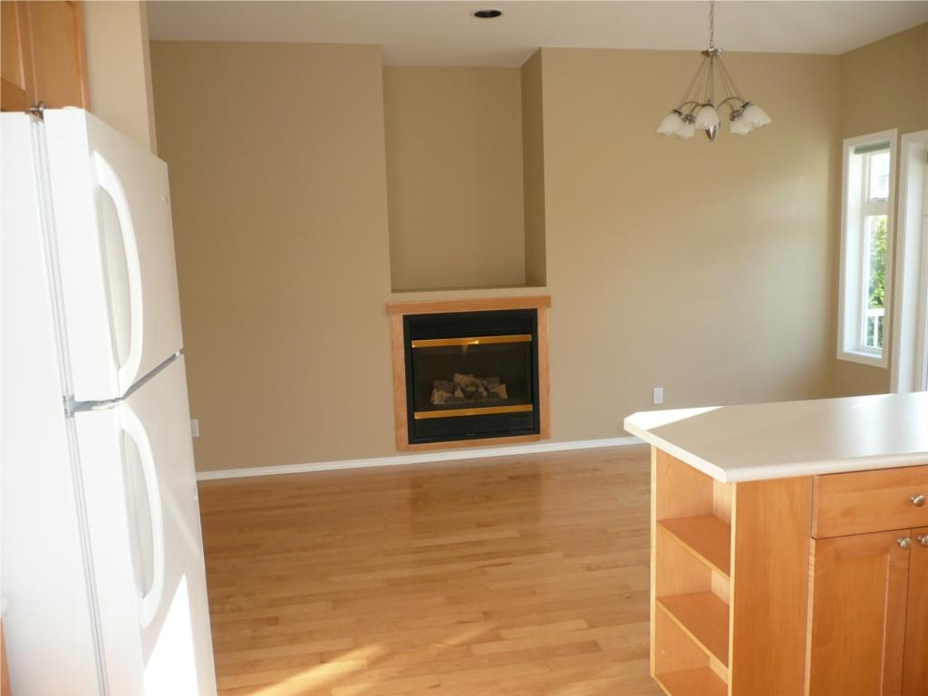 Photo 12: 484 Foster St in Victoria: Residential for sale : MLS(r) # 285068