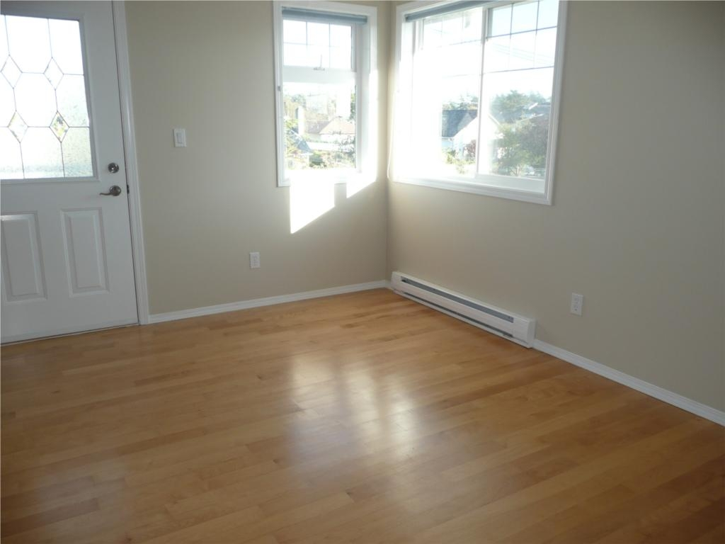 Photo 8: 484 Foster St in Victoria: Residential for sale : MLS(r) # 285068