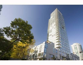"Main Photo: 705 1455 HOWE Street in Vancouver: False Creek North Condo for sale in ""POMARIA"" (Vancouver West)  : MLS(r) # V671613"