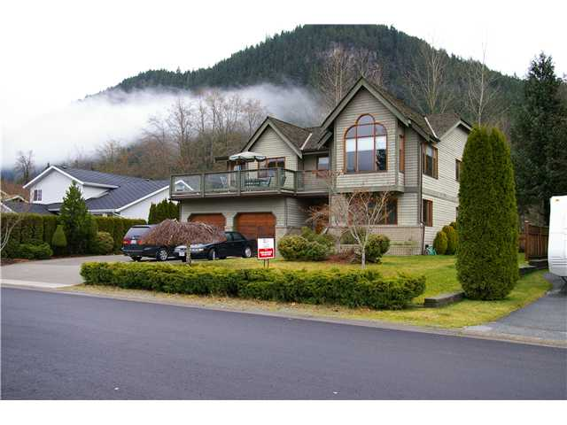 "Main Photo: 41362 DRYDEN RD in Squamish: Brackendale House for sale in ""EAGLE RUN"" : MLS® # V901108"