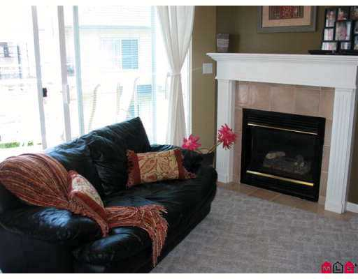 "Photo 9: 18 21579 88B Avenue in Langley: Walnut Grove Townhouse for sale in ""Carriage Park"" : MLS(r) # F2716232"