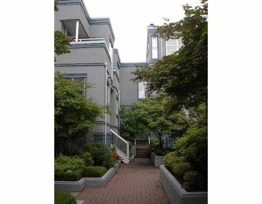 "Main Photo: 16 877 W 7TH AV in Vancouver: Fairview VW Townhouse for sale in ""EMERALD COURT"" (Vancouver West)  : MLS® # V547868"