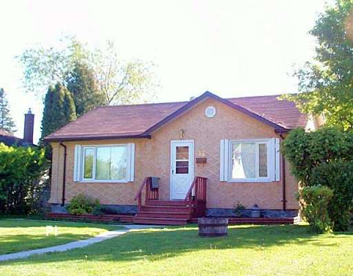 Main Photo: 32 ST LOUIS Road in Winnipeg: St Vital Single Family Detached for sale (South East Winnipeg)  : MLS(r) # 2607827