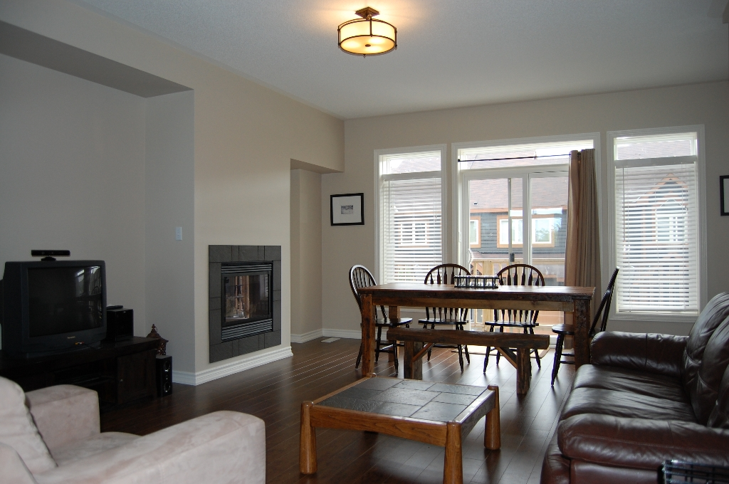 Photo 3: 40 Joseph Trail in Collingwood: Condo for sale