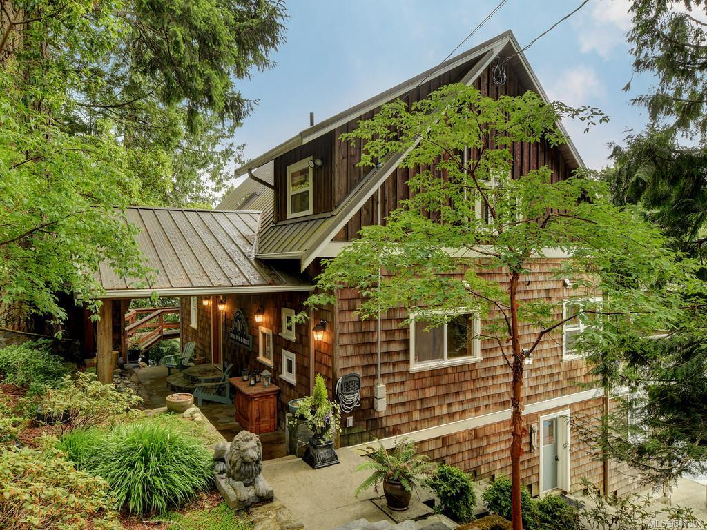 FEATURED LISTING: 5258 Stag Rd Highlands