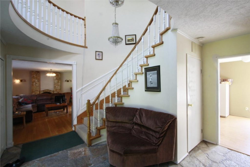 Photo 4: 874 Walfred Rd in Victoria: Residential for sale : MLS® # 283344