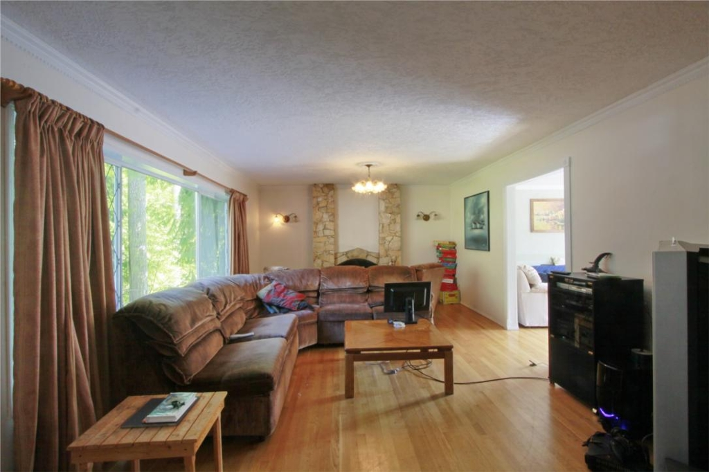Photo 5: 874 Walfred Rd in Victoria: Residential for sale : MLS® # 283344
