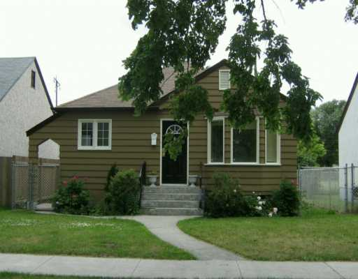 Main Photo: 490 INKSTER Boulevard in Winnipeg: North End Single Family Detached for sale (North West Winnipeg)  : MLS(r) # 2611571