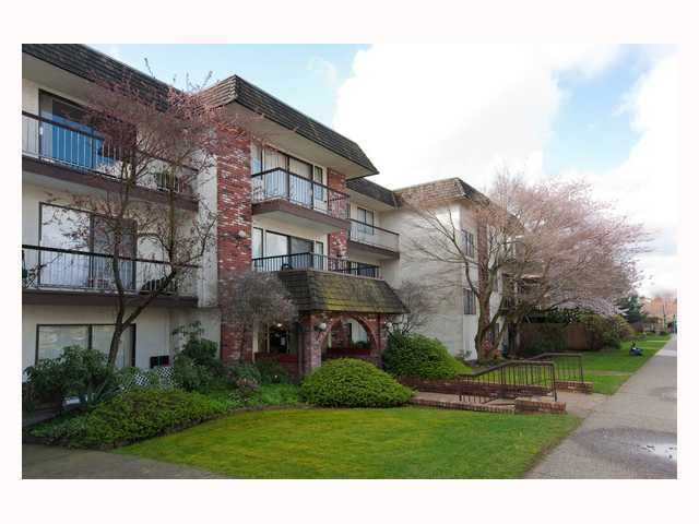 Main Photo: 311 2040 E Cornwall in : Kitsilano Condo for sale (Vancouver West)  : MLS(r) # V816954