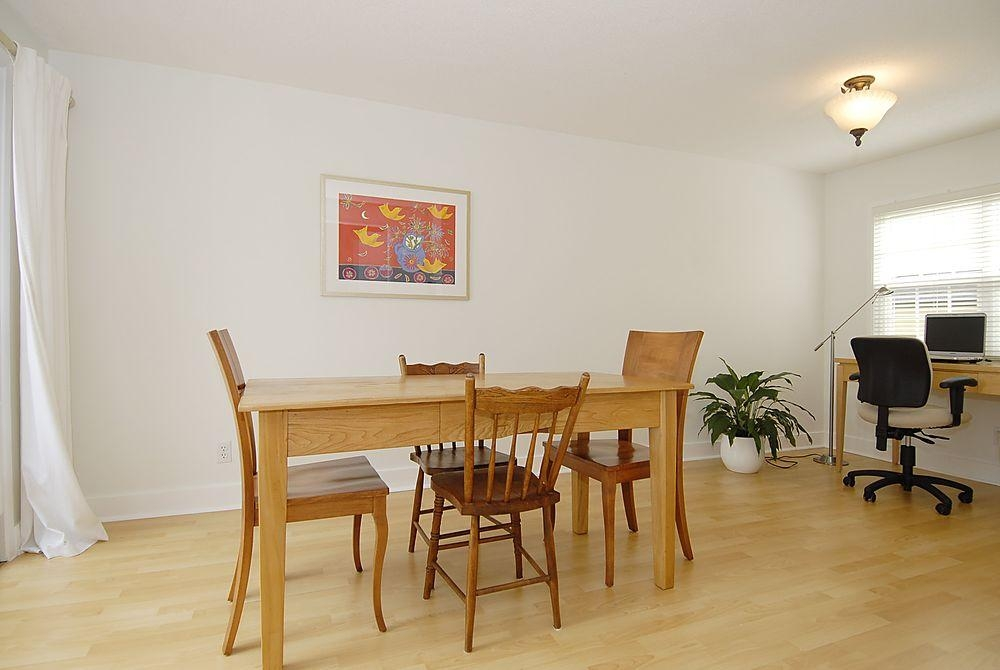 Photo 3: 2565 Empire St in Victoria: Residential for sale : MLS(r) # 274998