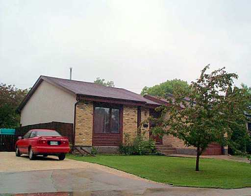 Main Photo: 35 POITRAS Place in Winnipeg: St Vital Single Family Detached for sale (South East Winnipeg)  : MLS® # 2508617