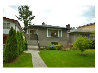 "Main Photo: 2224 E 8TH AV in Vancouver: Grandview VE House for sale in ""THE DRIVE"" (Vancouver East)  : MLS®# V905286"