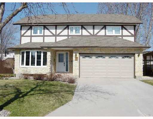 Main Photo: 12 DONALD MCCLINTOCK Bay in WINNIPEG: North Kildonan Residential for sale (North East Winnipeg)  : MLS® # 2807252