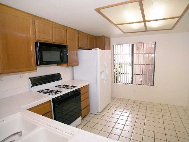 Photo 4: CARMEL VALLEY Townhome for sale : 2 bedrooms : 12175 Caminito Mira Del Mar in San Diego