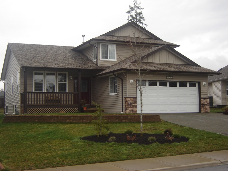 Main Photo: 2172 Stirling Crescent in East Courtenay: Residential Detached for sale
