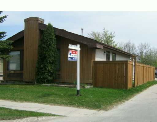 Main Photo: 2011 SINCLAIR Street in Winnipeg: West Kildonan / Garden City Single Family Detached for sale (North West Winnipeg)  : MLS(r) # 2606438