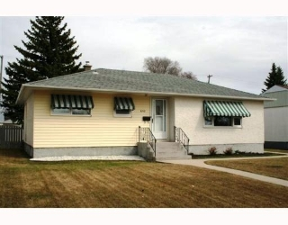 Main Photo: 610 Lanark Street in : River Heights / Tuxedo / Linden Woods Residential for sale (South Winnipeg)  : MLS® # 2907347
