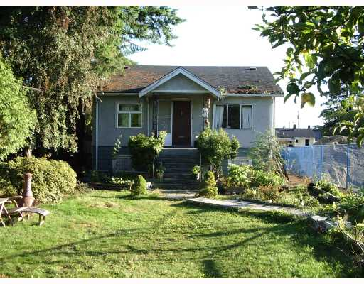 Main Photo: 343 E 14TH Street in North Vancouver: Central Lonsdale House for sale : MLS®# V787957