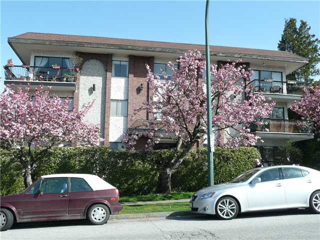 "Main Photo: 307 214 E 15TH Street in North Vancouver: Central Lonsdale Condo for sale in ""HACIENDA"" : MLS® # V826672"