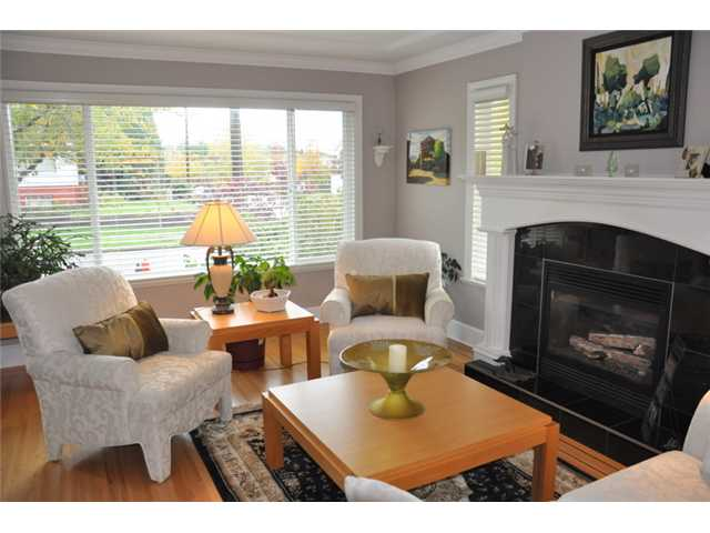 Photo 2: 5112 PRINCE EDWARD Street in Vancouver: Fraser VE House for sale (Vancouver East)  : MLS(r) # V857046