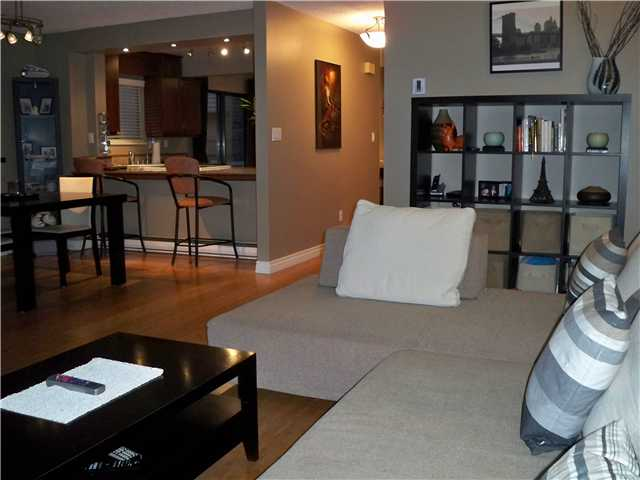 "Main Photo: 94 6880 LUCAS Road in Richmond: Woodwards Townhouse for sale in ""TIMBERWOOD VILLAGE"" : MLS®# V866816"