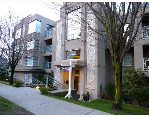 "Main Photo: 409 3083 W 4TH Avenue in Vancouver: Kitsilano Condo for sale in ""DELANO"" (Vancouver West)  : MLS® # V802182"