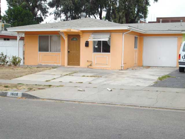 Main Photo: EAST ESCONDIDO House for sale : 2 bedrooms : 1608 Cherry Place in Escondido