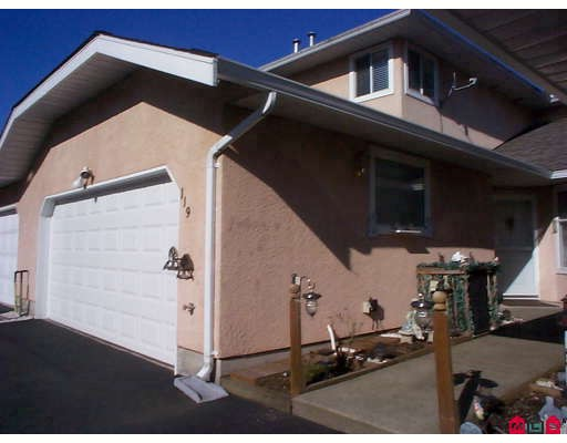 "Main Photo: 119 15501 89A Avenue in Surrey: Fleetwood Tynehead Townhouse for sale in ""AVONDALE"" : MLS® # F2906918"