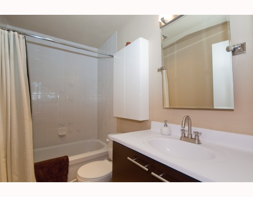"Photo 7: 104 1265 W 11TH Avenue in Vancouver: Fairview VW Condo for sale in ""BENTLEY PLACE"" (Vancouver West)  : MLS® # V786392"