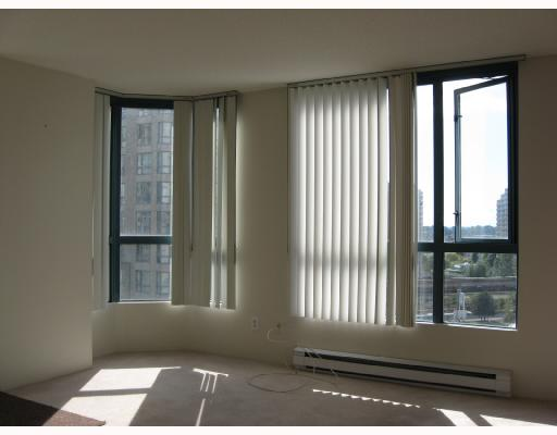 "Photo 2: 801 838 AGNES Street in New_Westminster: Downtown NW Condo for sale in ""WESTMINSTER TOWER"" (New Westminster)  : MLS(r) # V737190"