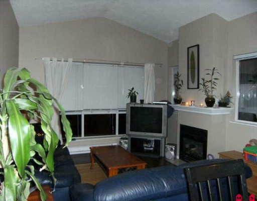 "Photo 3: 202 19897 56TH Avenue in Langley: Langley City Condo for sale in ""MASON COURT"" : MLS® # F2926235"
