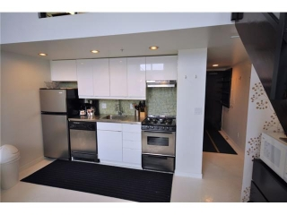 "Main Photo: 706 933 SEYMOUR Street in Vancouver: Downtown VW Condo for sale in ""THE SPOT"" (Vancouver West)  : MLS(r) # V821851"