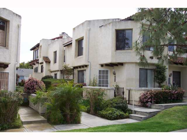 Main Photo: PACIFIC BEACH Condo for sale : 3 bedrooms : 1955 Diamond