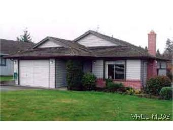 Main Photo: 784 Mapleton Place in VICTORIA: SW Royal Oak Single Family Detached for sale (Saanich West)  : MLS(r) # 119972