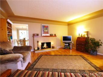 Photo 2: 3810 Merriman Drive in VICTORIA: SE Cedar Hill Single Family Detached for sale (Saanich East)  : MLS(r) # 270510