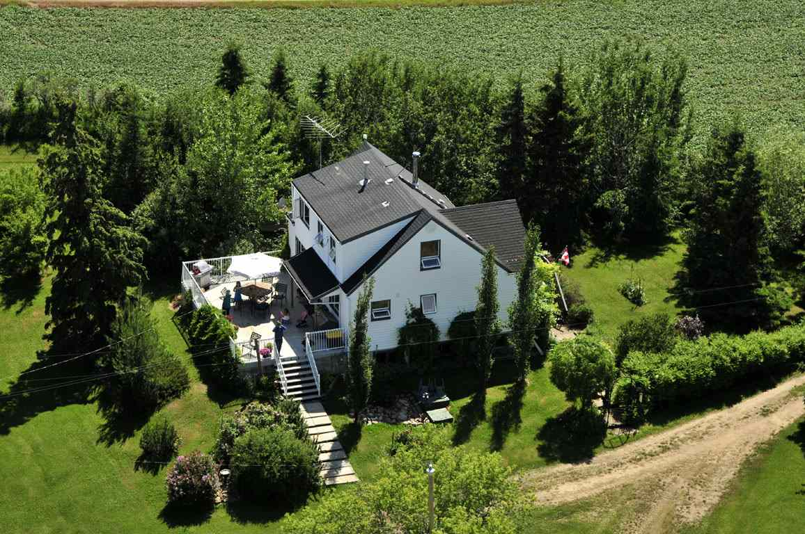 FEATURED LISTING: 56223A RR31 Rural Lac Ste. Anne County