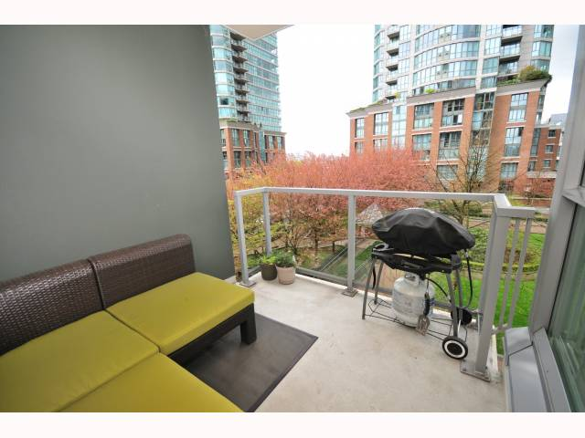 "Photo 8: 401 189 NATIONAL Avenue in Vancouver: Mount Pleasant VE Condo for sale in ""SUSSEX"" (Vancouver East)  : MLS(r) # V819761"