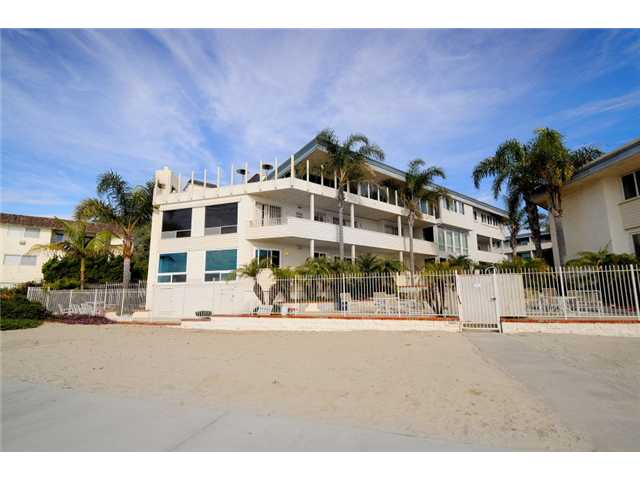Main Photo: PACIFIC BEACH Home for sale or rent : 3 bedrooms : 3920 Riviera #V