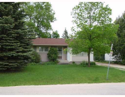 Main Photo: 881 LAXDAL Road in WINNIPEG: Charleswood Residential for sale (South Winnipeg)  : MLS® # 2810704