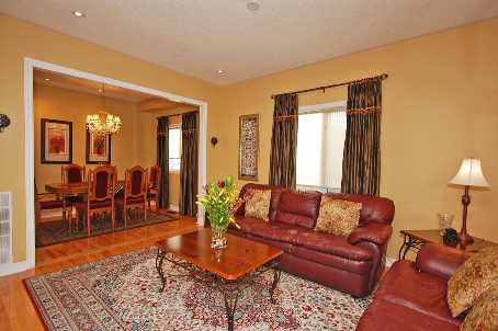 Photo 2: 84 Forecastle Road in Vaughan: House (2-Storey) for sale : MLS® # N1845944
