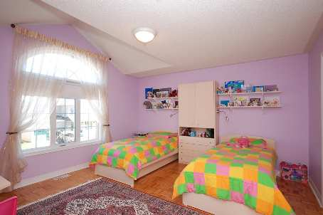 Photo 7: 84 Forecastle Road in Vaughan: House (2-Storey) for sale : MLS® # N1845944