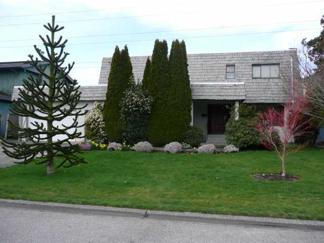 "Main Photo: 5111 GALWAY Drive in Tsawwassen: Pebble Hill House for sale in ""TSAWWASSEN HEIGHTS"" : MLS(r) # V863416"