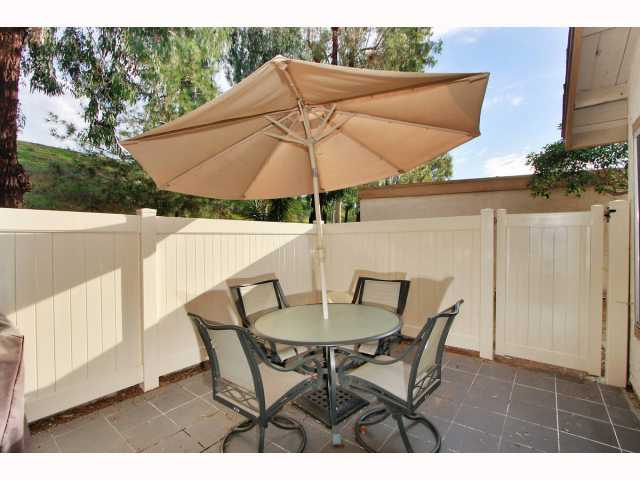 Photo 5: RANCHO BERNARDO Townhome for sale : 3 bedrooms : 17513 CAMINITO CANASTO in San Diego